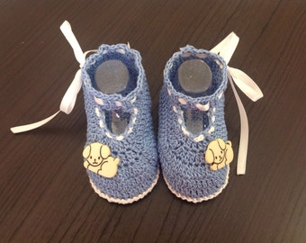 Baby boy shoe blue with white details
