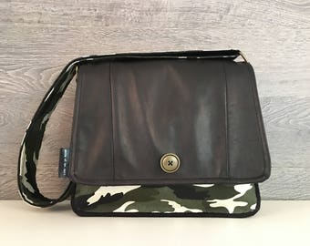 "Bag Messenger/leather flap fabric/black patterned camouflage/shoulder strap 2 ""adjustable/materials are recycled and salvaged/made in Quebec"