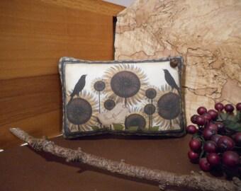 Shelf Pillow Tuck: Primitive Rustic Americana Sunflowers Pillow Tuck