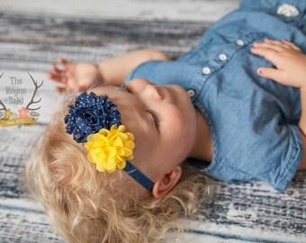 Serre-tête marine & jaune - Polka Dot - fleur - bandeau en mousseline de soie doux - Preemie mariage demoiselle Petite