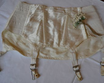 vintage garter belt, 1930s, 1940s, satin, cream, pin up, bomb shell.