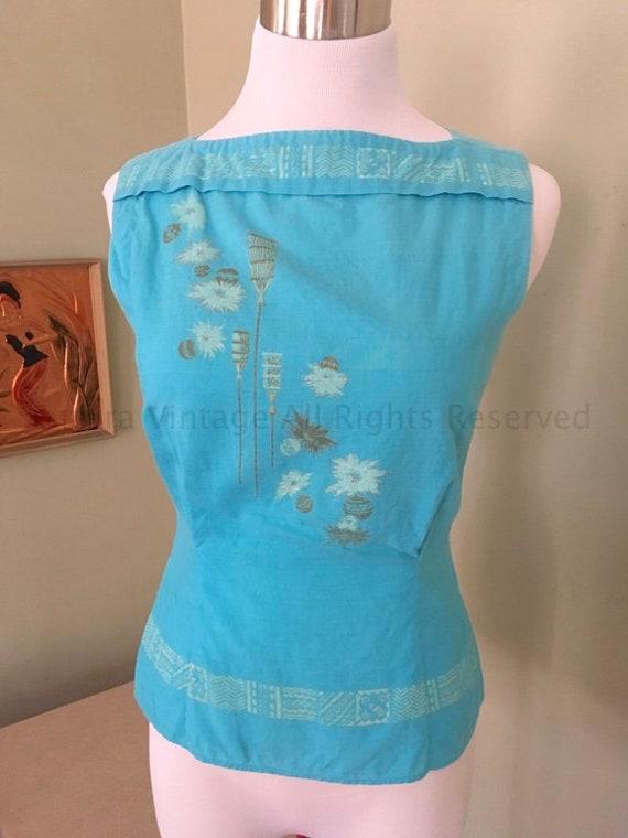 1950s Sleeveless Turquoise Tiki Torch Button Back Cotton Top-XS S
