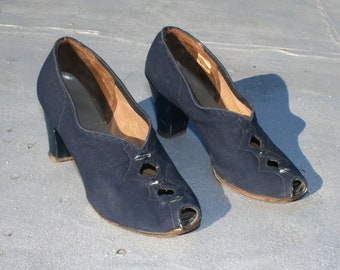 Vintage 1940s Heels Size 7 7.5M / Navy Blue Cloth Fabric Suede 30s Leather Pumps Pinup Old Hollywood WWII Peeptoe Shoes Cuban Heel