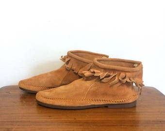 Vintage 60s 70s Brown Suede Moccasins / Fringe Ankle Moccasin Boots / Hippie Fringe Festival Booties / Size 10 Womens, 8 Mens