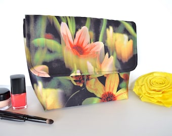 Toiletry bag in floral taffeta, beautiful gift, Padded travel make up bag, cosmetic case,