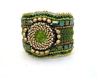 Green bracelet, Beaded jewelry Bead embroidered bracelet, Beaded cuff bracelet, Seed bead bracelet