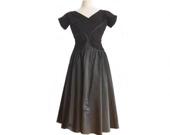 Vintage 50s black taffeta party dress/ cocktail dress/ swing evening dress/ full skirt/