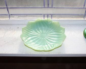Jadite Flower Plate Vintage 1940s Jadeite Glass