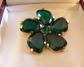 Beautiful Vintage Brooch With Stunning Deep Emerald Green Coloured Stones