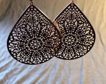 Dangling earrings filigree rose drops