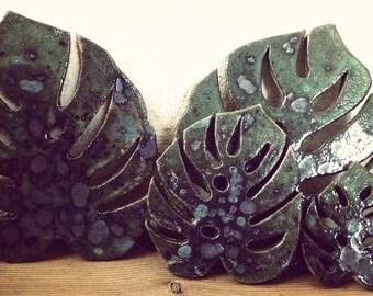 Made of stoneware monstera leaf