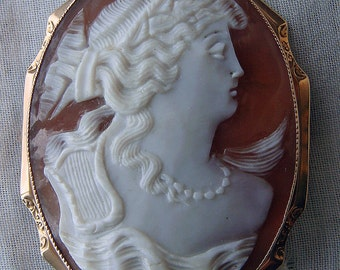 Antique Vintage Carved Shell Cameo Brooch Pendant 10k Yellow Gold Setting Goddess Woman with Terpsichore