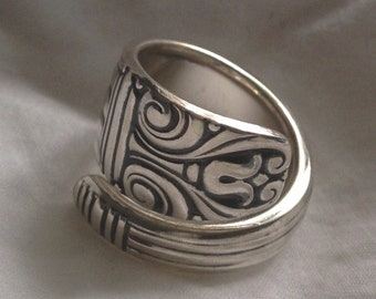 Spoon Ring Danish Queen 1944 Size 5 to 15 Choose Your Size Wrap Around Vintage Silveplate