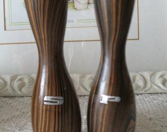 Salt & pepper shakers in Brown wood. 60 years.