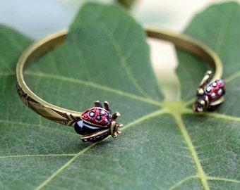Ladybug Bracelet, Summer Cuff Bracelet, Ladybug Jewelry, Insect Jewelry, Nature Jewelry, Insect Bracelet, Bug Bracelet, Bug Jewelry BR526