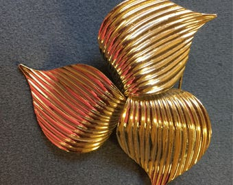 Large 1970's Sarah Coventry Brooch.  Free shipping