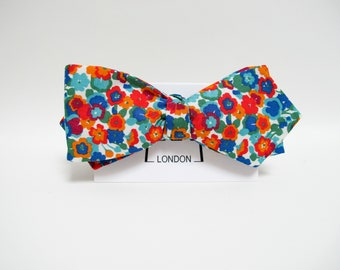 New Spring & Summer Accessories - Floral print freestyle bow tie