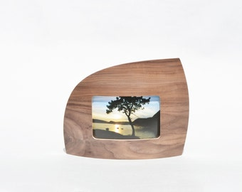 """Landscape Picture frame in Walnut for 4"""" x 6"""" picture"""