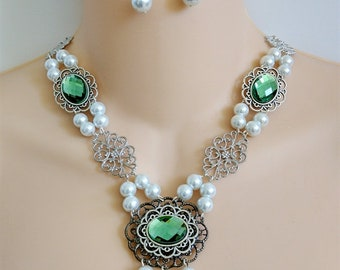 Renaissance Necklace, Renaissance Jewelry,  Medieval Necklace, Tudor Necklace, Medieval Jewelry, Antiqued Silver, Glass Peridot Cabochons