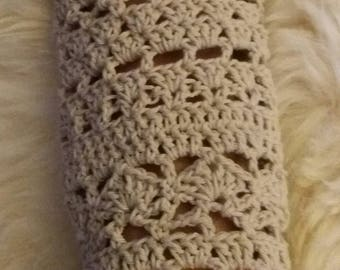 Cuff in light beige cotton hand-made in openwork stitches and fans