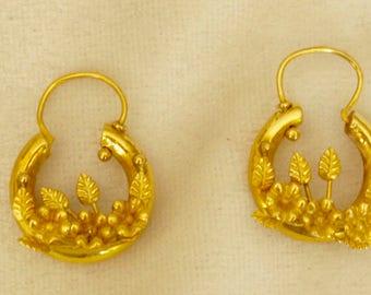 18k Hoop Earrings With Flowers