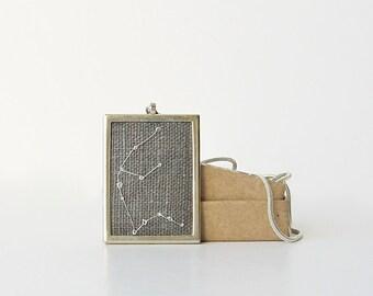 Aquarius Halskette, Geburtstagsgeschenk für Januar, Februar Geburtstagsgeschenk, bestickt Sternzeichen Schmuck, Sternbild Halskette, Nacht-Himmel-Anhänger