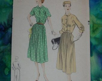 Vintage Pattern 1952 Vogue No.7659 Dress, Size 14 Bust 32