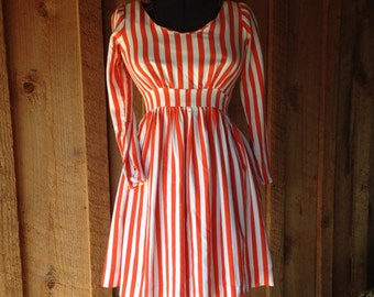 WICKED WITCH Vintage 1940s Red and white stripped dress//stripped shirtwaist with bow sash//Small