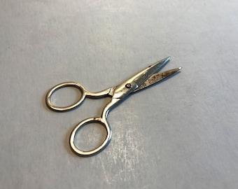 VINTAGE SEWING SCISSORS, vintage craft scissors, American made scissors, gift for her, small scissors, metal scissors, farmhouse decor
