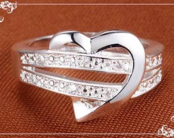 Beautiful  Ladies Love Knot Heart ring