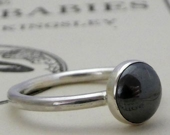Silver ring Hematite 8mm round cabachon bezel set, Sterling silver 925 2mm wire ring, beautiful Hematite cabachon centrepiece silver ring