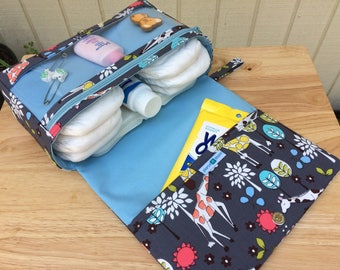 Giraffe diaper bag organizer, baby gift for new parents, new and larger nappy bag, diaper clutch with clear zipper pouch,  grey diaper purse