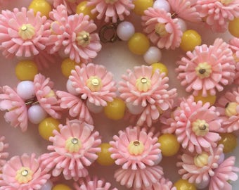 Vintage 1950's Pretty Pink Daisy Flower Necklace