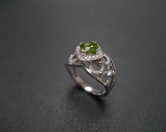 Peridot Diamond Engagement Ring, Peridot Cut Ring in 14K White Gold, Diamond Rings, Peridot Ring, Peridot Jewelry, Green Gemstone Ring, Gift