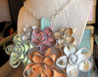 Pastel Vintage Zipper Flower Necklace
