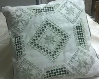 Cushion natural color