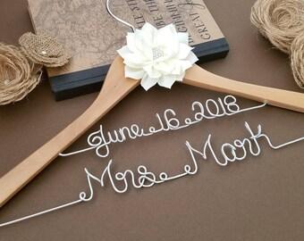 Bridal Hanger / Wedding Hanger / Bridesmaid gift / Bridal Hanger / Bridal Shower Gift / Bridal Party /
