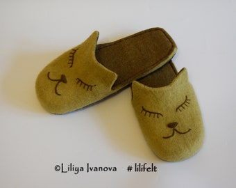 """Felted slippers """"Sleeping cats"""". Felted flip-flops. Handmade slippers. slippers gift. Slippers handmade from wool. Slippers for women."""
