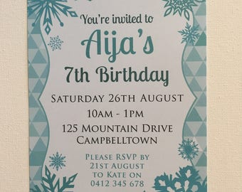 Pack of 10 ~ Snowflake party invitations