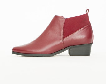 Burgundy boots // Burgundy shoes // Womens booties // Chelsea boots // Women boots // Leather shoes // Pointy ankle boots // Low heels