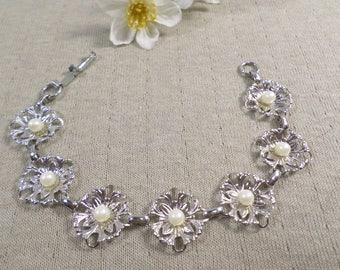 Beautiful Vintage Silver Tone Faux Pearl Link Bracelet  DL# 4762