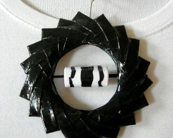 Paper Necklace. Paper Necklace