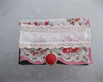 VINTAGE LiNEN KEEPSAKE POUCH with roses and lace