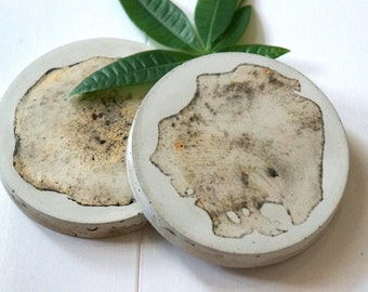 White Concrete Wood Pattern Coasters with Gold and Brown Pigments. Round Cement Coaster. Concrete Coasters