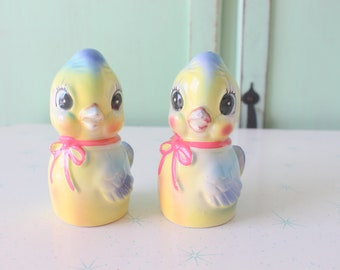 Vintage DUCK Salt and Pepper Shakers...housewares. retro. vintage home. kitsch. 70s home. vintage home. bird. duckling. kitsch shakers.