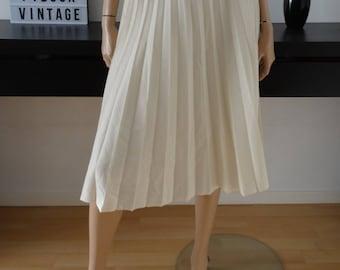 Vintage white pleated skirt 36 - uk 8 - us size 4