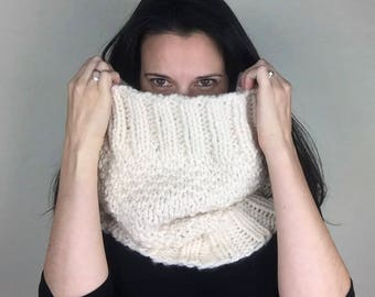 cream chunky cowl, offwhite cowl, knit chunky cowl, knit cream cowl,white knit scarf,chunky knit neckwarmer, oversized cowl, cream wool cowl