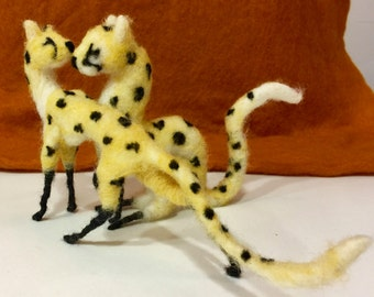Needle felted Valentine, Valentines decor, needle felted cheetah, needle felted leopard, cheetah sculpture, cheetah ornament, cheetah doll