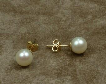 White Akoya Pearl Stud Earrings 8 - 8.5 mm (Σκουλαρίκια με Λευκά Μαργαριτάρια Akoya 8 - 8.5 mm)