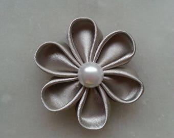 fleur de satin gris argenté 5 cm